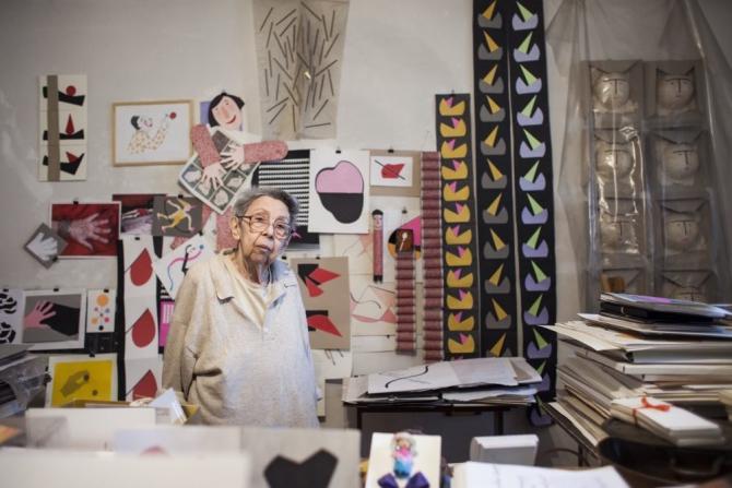 Geta Brătescu în atelierul său