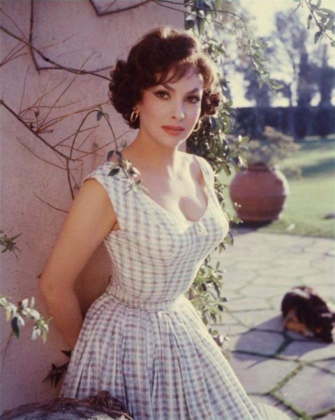 Frumoasa actriţă în 1955