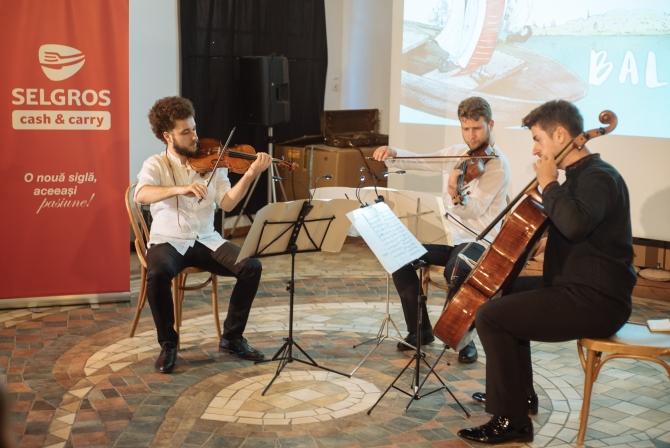 (w670) Trio solaa
