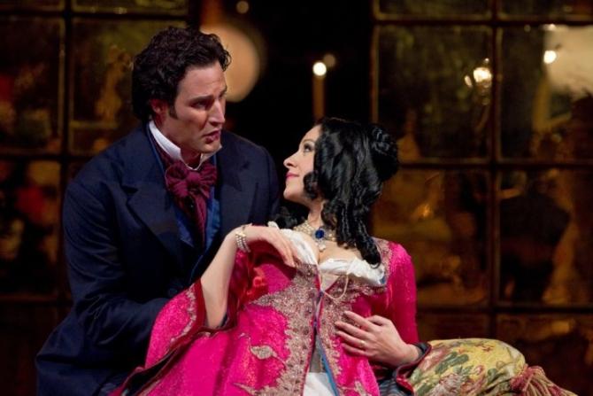 La Metropolitan Opera in La   Traviata, cu James Valenti
