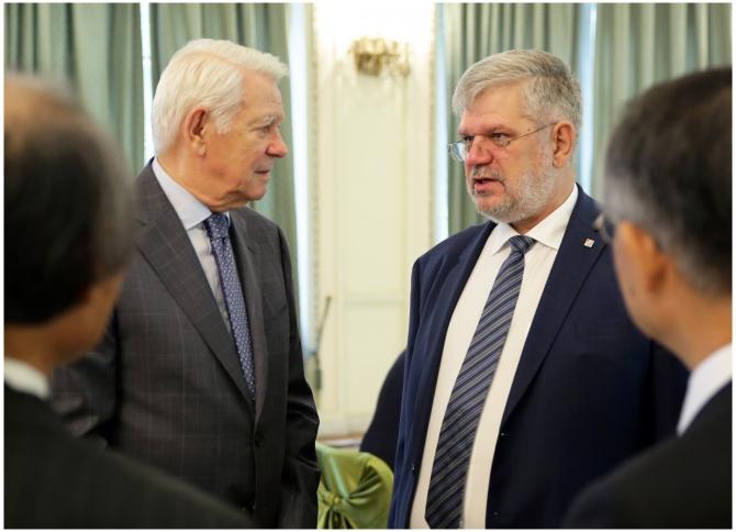 Ministrul Afacerilor Externe, Teodor Meleşcanu si Directorul General Interimar al Radio România, Georgică Severin. Foto Alexandru Dolea