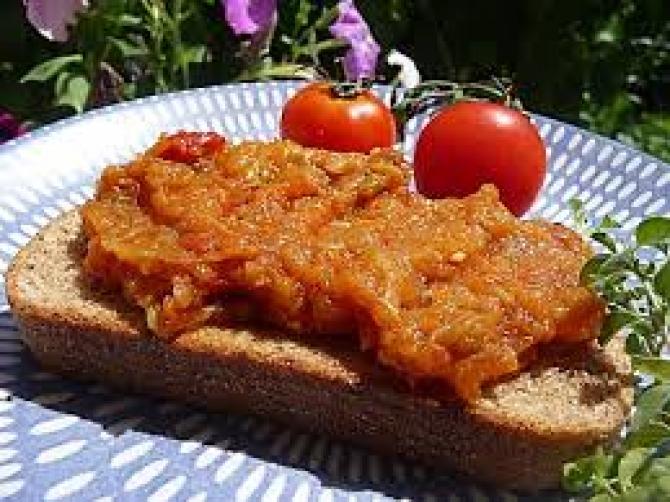 Zacuscă pe pâine