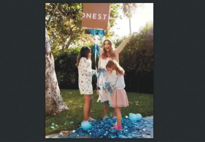 Jessica Alba a dezvăluit sexul celui de-al treilea copil. sursa: facebook