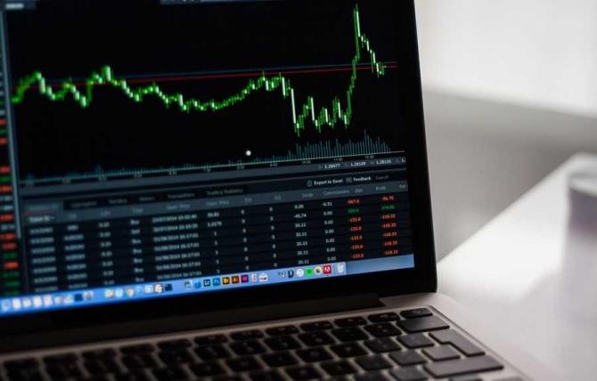 Evoluţiile financiar-bancare şi bursiere la zi