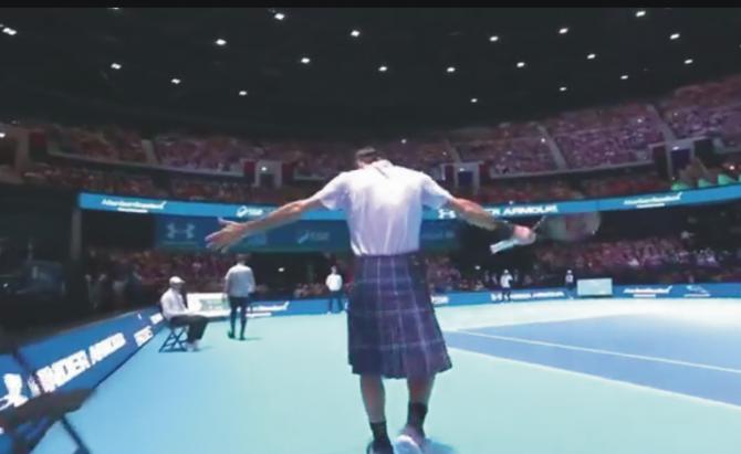 Federer, îmbrăcat în kilt, l-a bătut pe Murray. foto: facebook