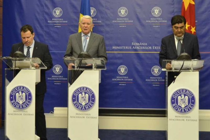 Declarații de presă Teodor Meleșcanu, Toma Petcu și Nur Bekri. foto: MAE