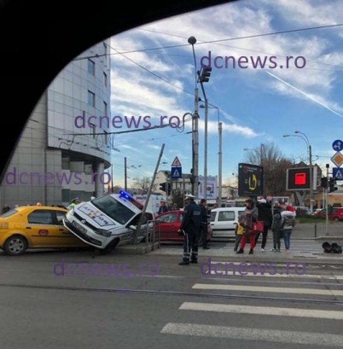 Accident Berzei TAXI- mașină POLIȚIE