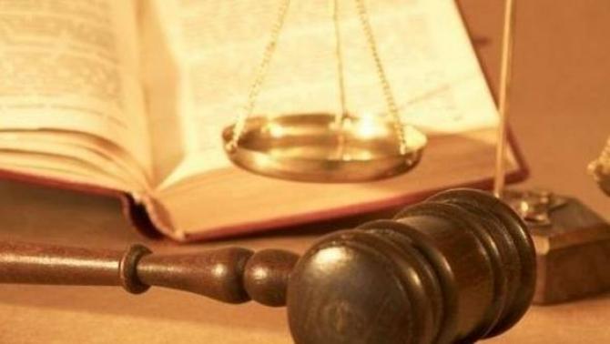 Legea manualului şcolar. CCR a decis ce se întâmplă cu sesizarea PNL și USR
