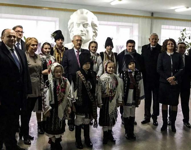 Vizita ministrului afacerilor externe, Teodor Meleșcanu, la Cernăuți. foto: MAE