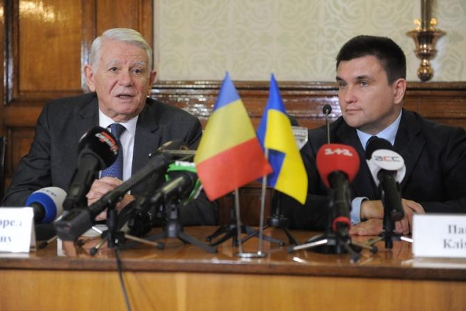 Ministrul de Externe Teodor Meleşcanuu şi omologul său ucrainean, Pavlo Klimkin