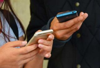 Franța a interzis utilizarea telefoanelor mobile în școli