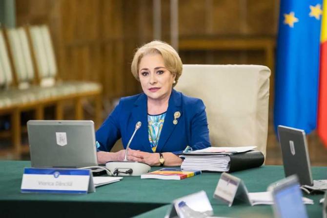 Viorica Dăncilă, Legea achiziţiilor publice. Anunț privind ședința de Guvern
