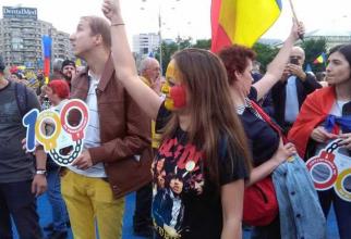 """""""Vrem Europa, nu dictatură!"""". Proteste în marile oraşe din ţară"""
