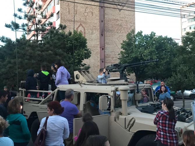Ziua Eroilor. Oamenii au ieșit în stradă la Buzău - FOTO