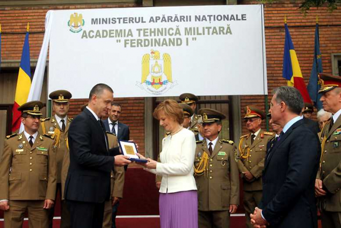 "Mihai Fifor, Ceremonia de acordare a denumirii onorifice ""Ferdinand I"" Academiei Tehnice Militare. foto Eugen Mihai, MApN"