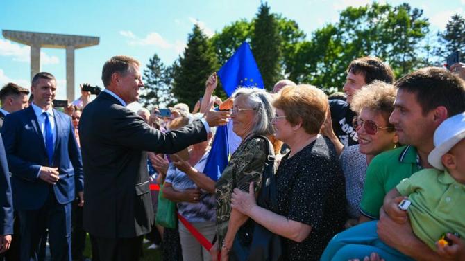Ziua Eroilor: Incertitudine cu Iohannis la Buzău. Gălăgia din cimitir-VIDEO
