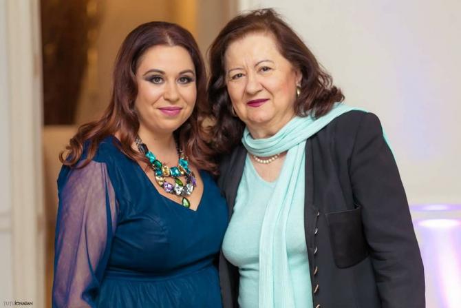 Oana Roman, alături de mama sa, Mioara Roman