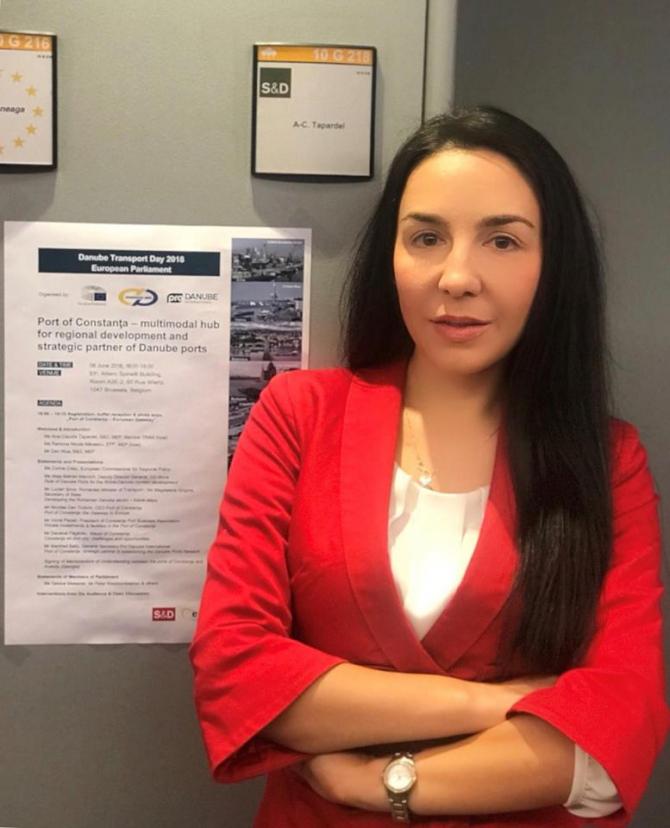 (w670) Claudia Ț