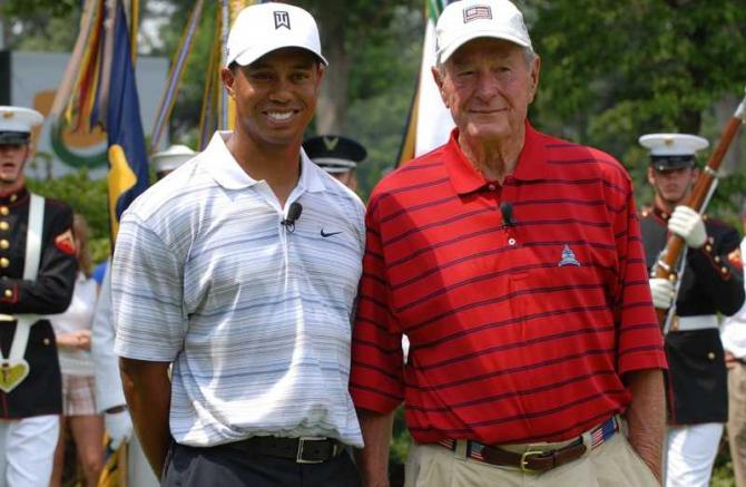 George H.W. Bush, aici împreună cu Tiger Woods
