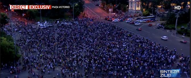 """Proteste în Piața Victoriei: """"Victorie de etapă, nu ne va ține de cald"""" VIDEO"""