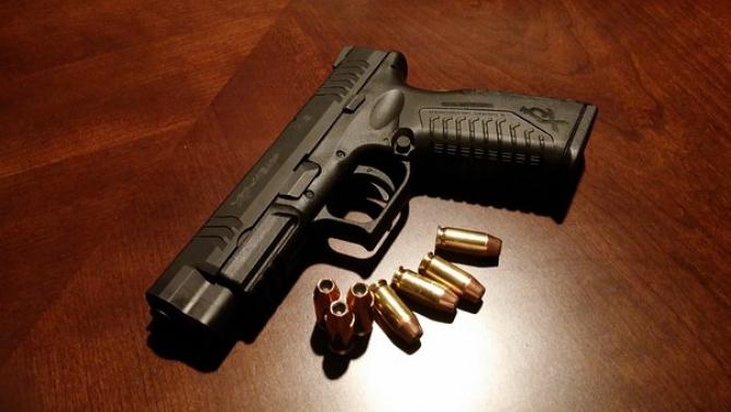 pistol cu cartuse