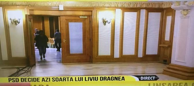Protest la uşa grupului parlamentar al PSD din Camera Deputaţilor