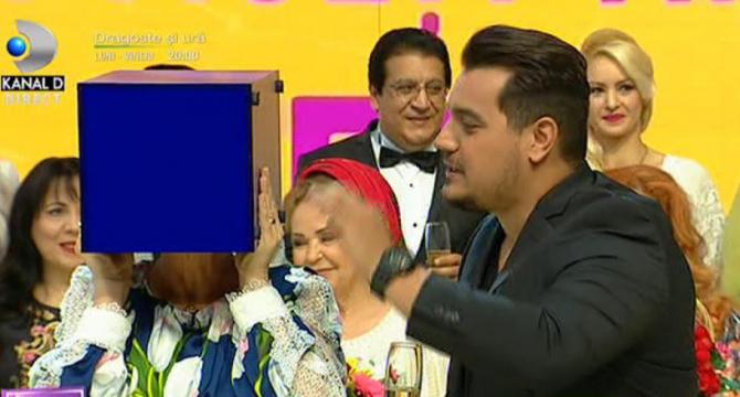 Teo Trandafir a apărut cu o cutie pe cap la Kanal D