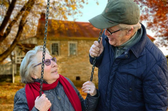 oameni în vârstă