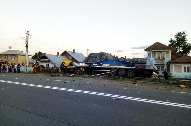 Accident TIR. foto: monitorulneamt.ro