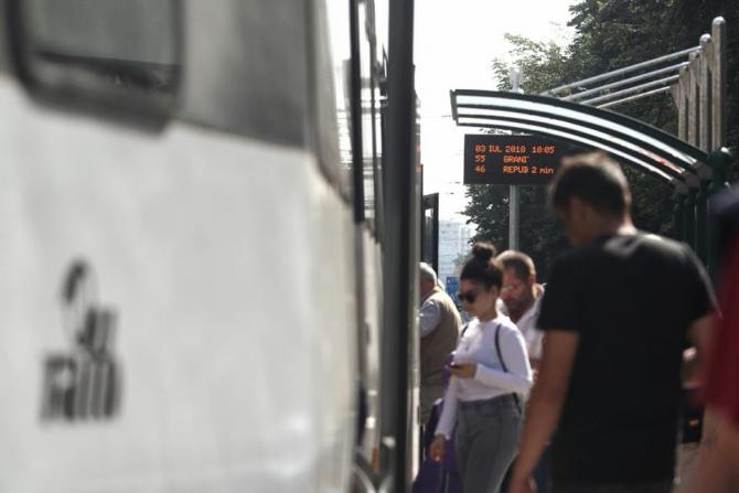 Tânăr lovit de 2 tramvaie
