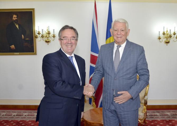 Andrew Noble și Teodor Meleșcanu. foto: MAE
