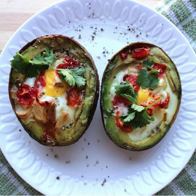 Avocado cu ouă, la cuptor. FOTO: Instagram