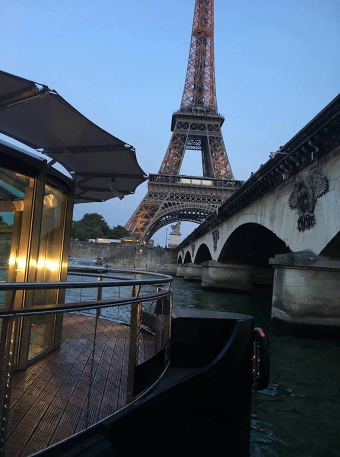 Restaurantul plutitor 'Ducasse sur Seine', Paris