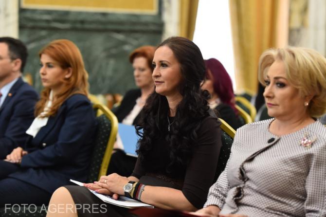 Ioana Bran - Natalia Intotero - Viorica Dăncilă (de la stânga la dreapta)