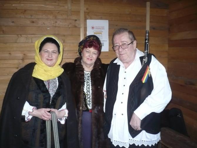 Vera Biriș, între Maria Murgoci și Dumitru Fărcaș, la un concert la Focșani, în 2016. FOTO: Facebook