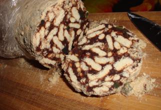 Vlăduţ și rețeta celui mai îndrăgit desert din copilărie: salam de biscuiți