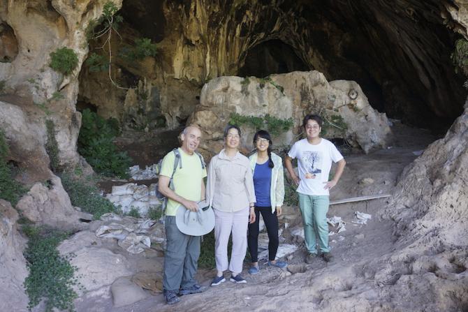 Cercetătorii Dani Nadel, Li Liu, Jiajing Wang și Hao Zhao în peștera Raqefet