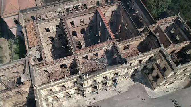Muzeul Naţional din Rio de Janeiro după incendiu