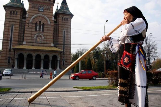 Tradiții românești, tulnicareasă. foto: @Romanian.Traditions