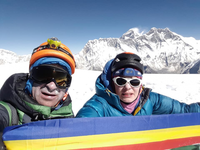 Laura Mareş, pe vârful Ama Dablam - Himalaya