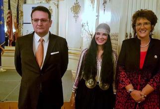 Ana Birchall și Jackie Walorski, membru al Congresului Statelor Unite, și domnul George Maior, ambasadorul României în SUA