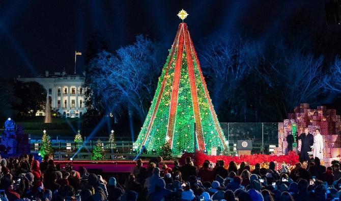 S-au aprins luminițele în bradul de Crăciun de la Casa Albă