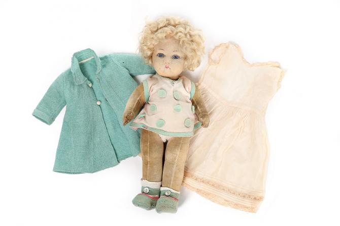 Licitație cu obiecte regale. Păpuşa reginei Elisabeta a II-a, vândută. foto: kerrytaylorauctions.com