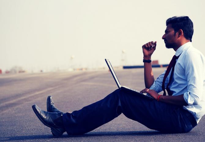 Tinerii, risc de inadaptare pe piața muncii. Studiu Deloitte