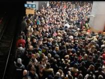 Scene incredibile la metroul din Bucureşti. Video viral