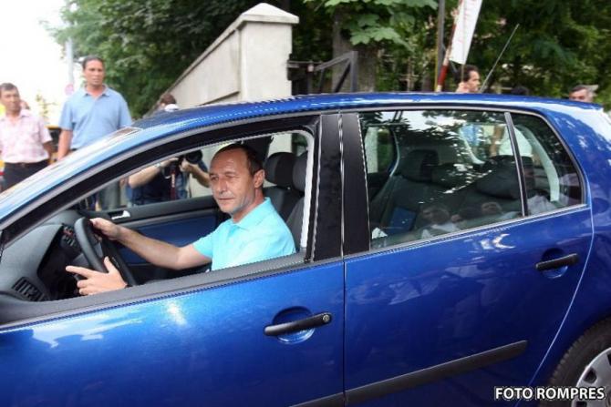 Traian Băsescu, poză de PR la volan, în timpul mandatului de la Cotroceni
