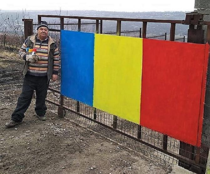 Crudu, protest cu tricolorul la poartă. Solidaritatea tatălui