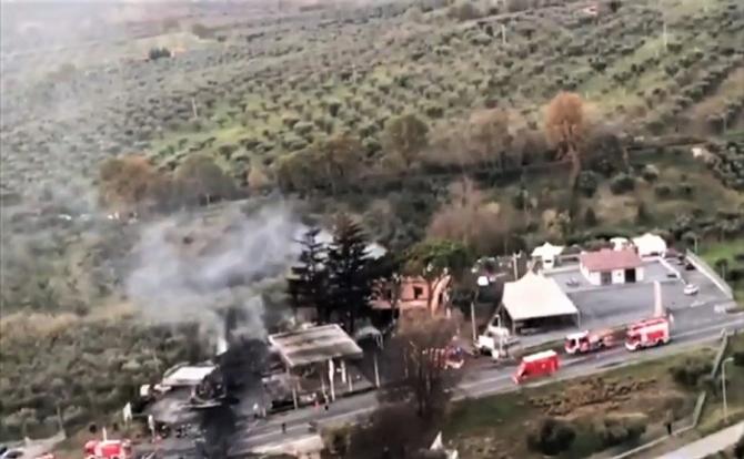 Explozie la benzinărie. Peste zece victime pe o șosea din Italia