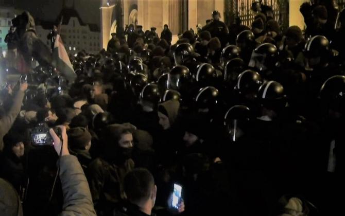 Situație tensionată la Budapesta. Se cere demisia lui Orban. Proteste în stradă