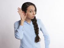 Boală rară. O femeie nu mai poate auzi bărbații. Diagnosticul...